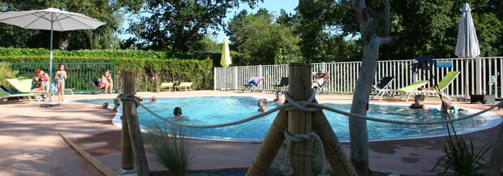 Camping piscine morbihan sud bretagne camping les for Camping piscine bretagne sud